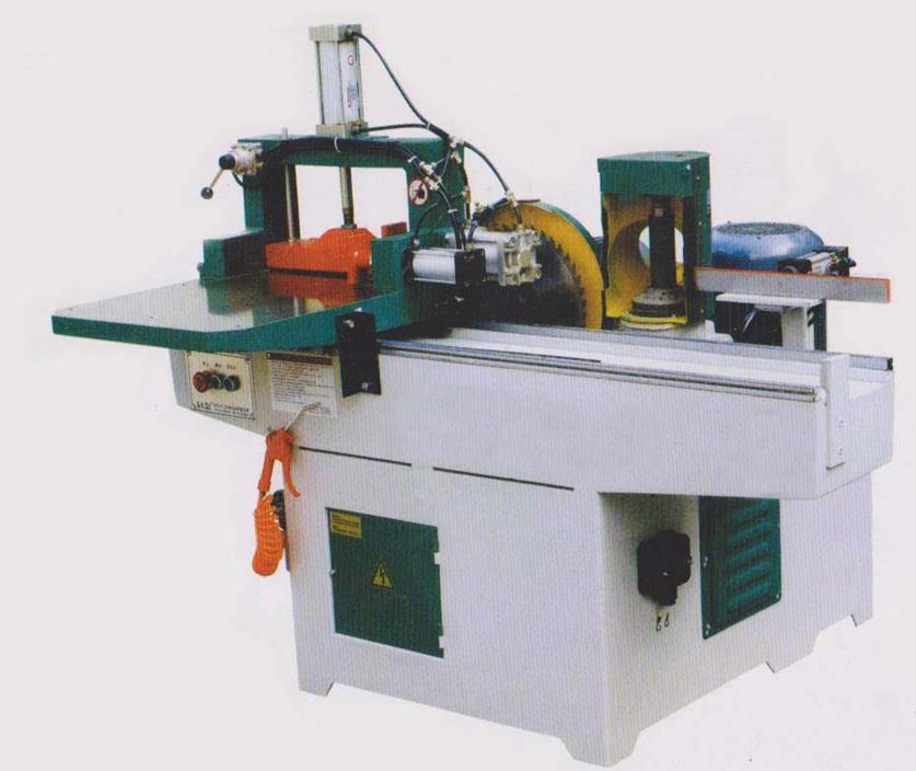 梳齿机是建筑方木材料再利用的理想接长设备,胶后接口强度大于木材