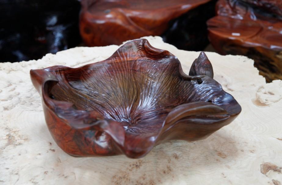 20:42:03 产品介绍南宁供应的欧苏藏廊红木果盘,是属于纯手工雕刻制作