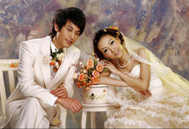 油画风景也被称作风景油画,是油画的一个主要门类 云彩油画图片,用油画材料对自然景物进行描绘。文艺复兴以后的16世纪,风景油画作为独立的绘画体裁出现于欧洲画坛 中国写实油画图片,并得到极大发展。如今油画风景已经成为油画的一个大类,尤其在中国更是出现了中