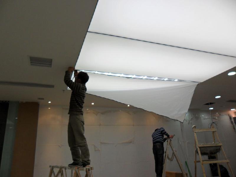 3,柔饰软膜天花可视施工现场任意降低或提升房子天花的高度,也