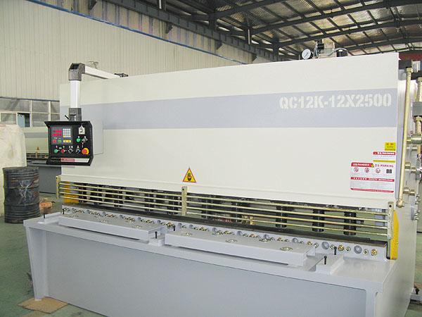 �Żݹ�ӦҺѹ��ʽ�����QC12K-12X2500