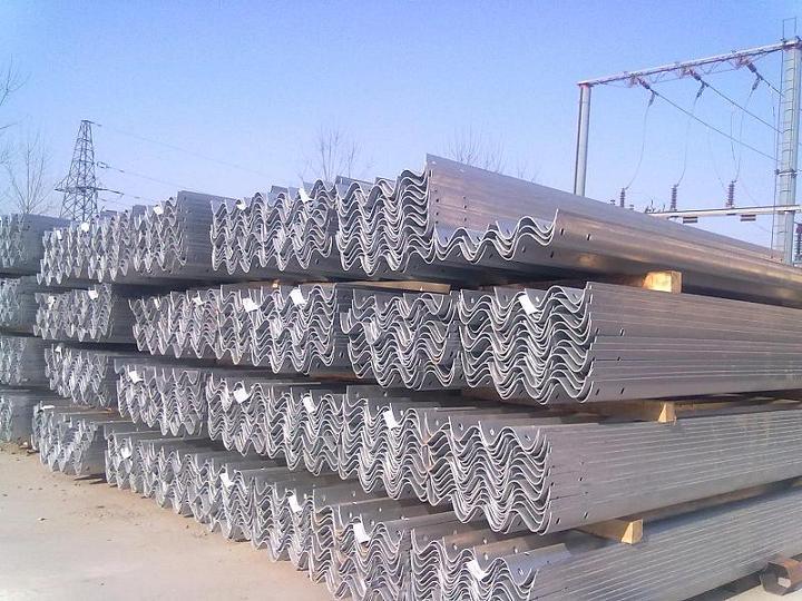 新疆昌吉高速公路波形护栏板生产厂家喷塑护栏板