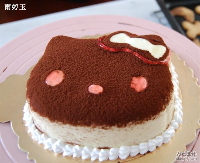 【东林家具】烟台蛋糕展柜 烟台蛋糕展柜厂家 烟台蛋糕展柜定做 烟台蛋糕展柜,想当然耳,就是用于展示各种蛋糕的。那么,烟台蛋糕展柜如果脏了怎么办?大多数人都认为应该及时清洗,如果清水洗不干净可以直接用肥皂水。其实,并不是所有材质的产品都适合使用肥皂