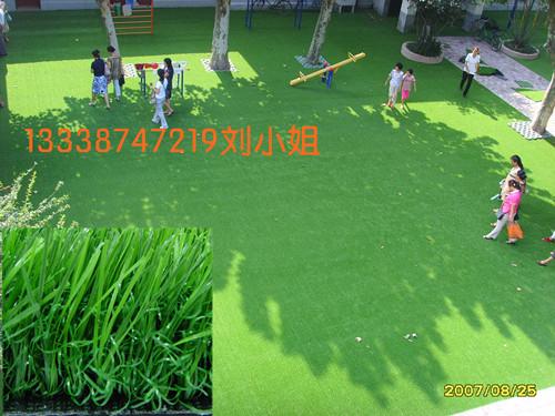 厂家供应公园绿化休闲草坪、仿真直曲草坪