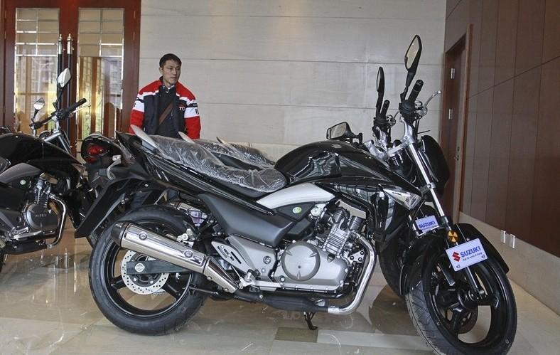 铃木250gw摩托车是什么时候上市的,它的性能怎么样高清图片