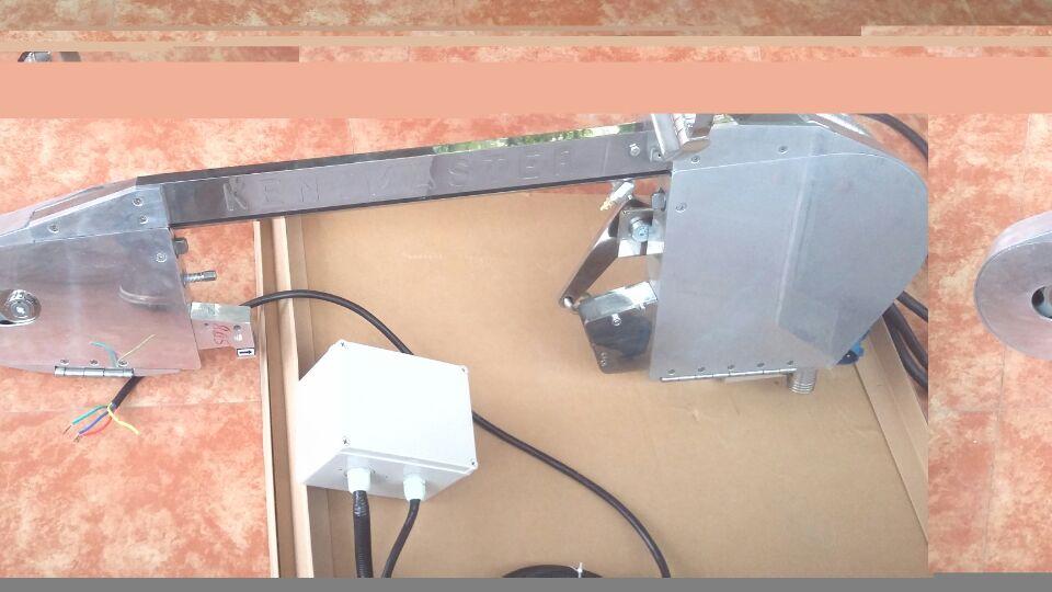 郑州开马斯特白条猪劈半锯、平衡器控制上下操作方便