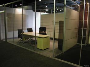 天津玻璃隔断一般多少钱 办公室用的隔断都有什么材质 混合材质隔断多少钱一平方