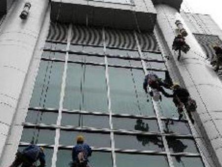 修补工作               8,幕墙的防腐处理(钢架结构油漆等)