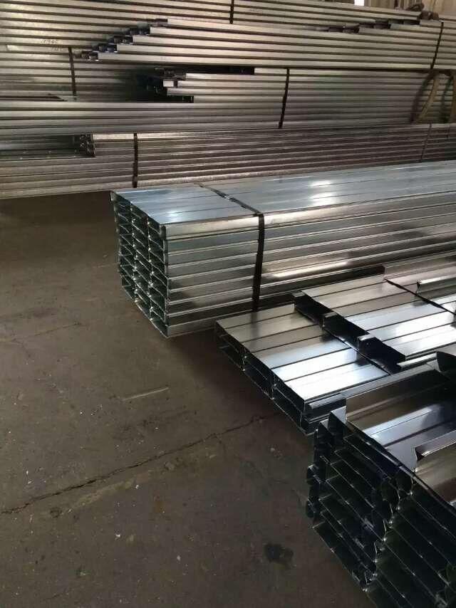 工程楼面楼承板与钢筋混凝土结构共同作用,系复合结构.