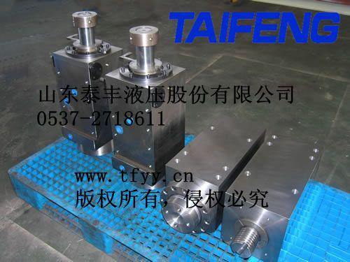 阀控制进入油缸的油液,来调节液压缸工作行程,从而改变折弯机上下模口图片