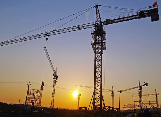 QTZ系列塔吊塔机生产厂家。QTZ80(6010)塔吊为水平臂架、小车变幅、上回转液压顶升式起重机。该机各项性能参数及技术指标均达到或优于国家标准。最大工作幅度为60m,独立式起升高度为40m,附着式起升高度可达150m,额定起重力矩800 kNm,最大起重力矩为876kNm。 本厂主要生产QTZ80、QTZ63、QTZ40、QTZ31.