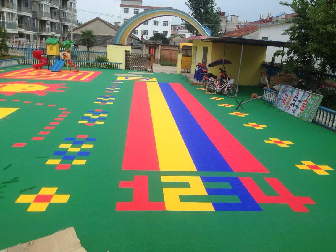 遂宁幼儿园户外活动地板悬浮拼装运动地板羽毛球篮球网球地板拼装地板