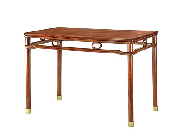 逸轩阁红木仿古家具为您提供实木家具红木中式仿古桌花梨木桌子。红木桌子的造型结构十分重视与家居装饰相配套,宽大的桌面设计,兼顾了实用性与舒适性的特征,使人沉醉其中。采用榫卯结构,不同部位的设计不同的榫卯,异常坚实牢固,特征鲜明,魅力无穷,选材精细,以线型优美流畅、结构简单为特征。手工擦色,5遍打磨,4遍底漆,2遍面漆;做工精细;力达品质之美,为每一位顾客送上最质朴,品质上乘家具。 逸轩阁红木仿古家具坚持诚实守信、互惠互赢的经营理念,以全新的服务模式和优质的产品信誉服务于广大用户,对产品质量和各项服务一诺千