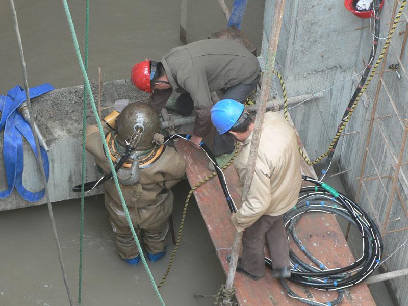 供应延安市模袋混凝土护底联系方式