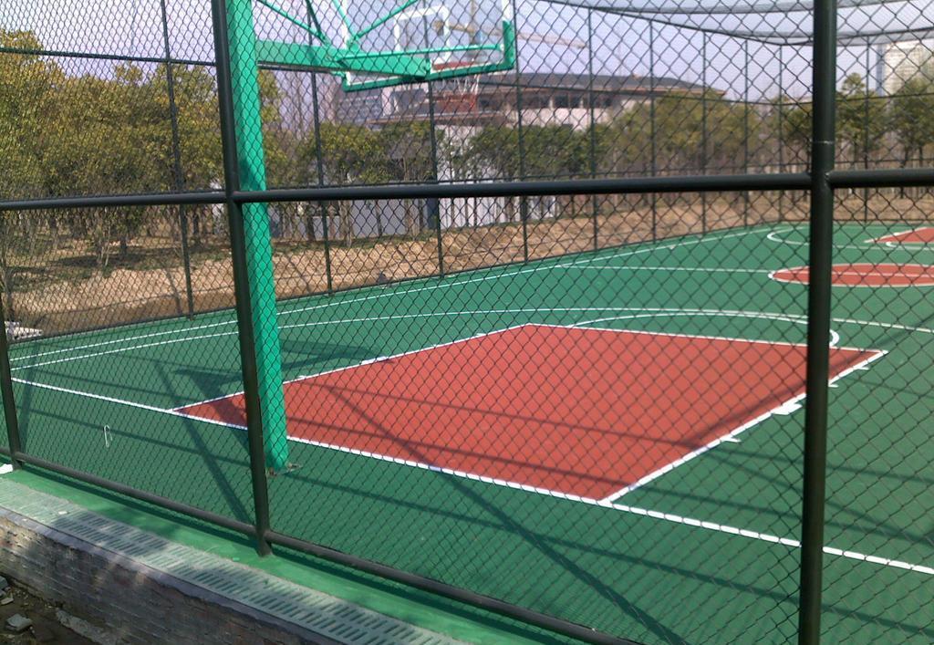 休闲体育广场安全防护围栏 学校操场篮球场围栏网 高质量浸塑勾花网