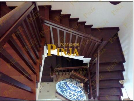 品家 简约中式风格楼梯效果图 魅力罗曼方柱楼梯栏杆