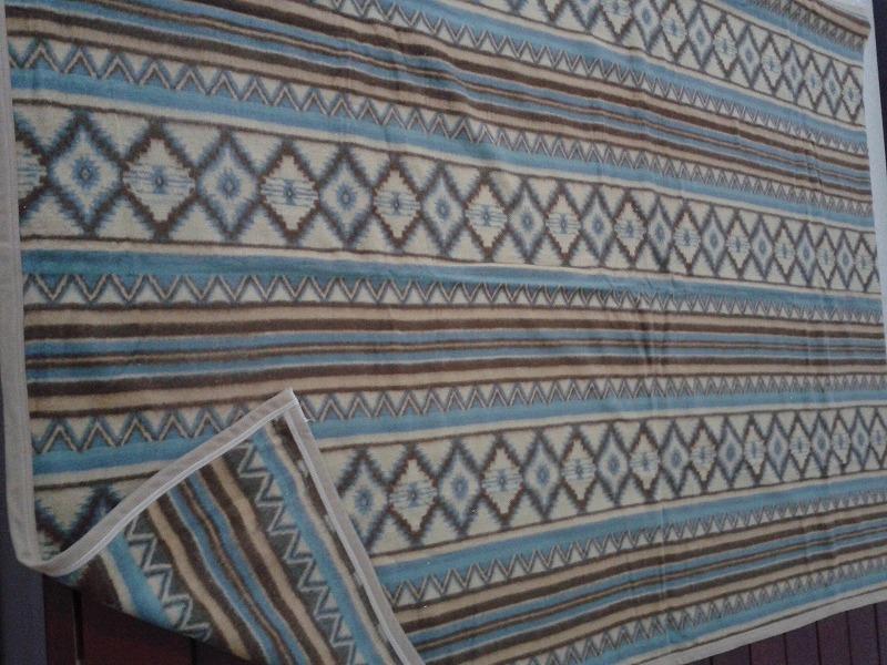 梭织腈纶毯子