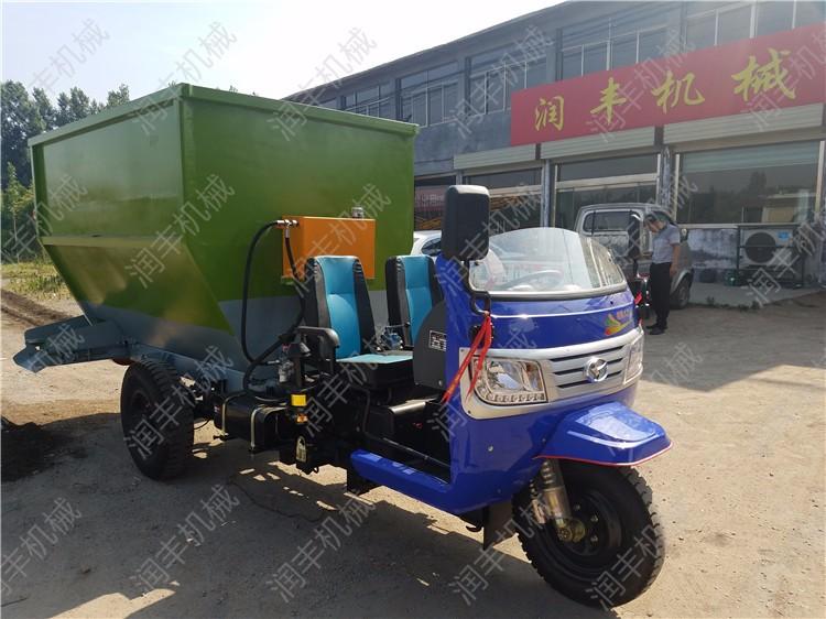 江苏养殖场撒料车饲料撒料车江苏电动撒料车订购
