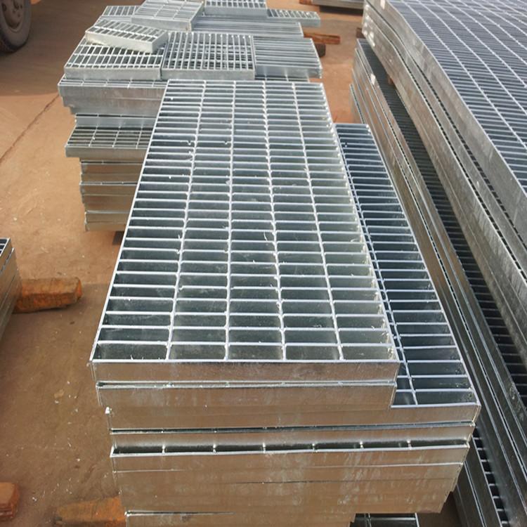 河北劣秀钢格板厂家 复开钢格板 热镀锌钢格栅板价钱 踩步板 18323358512