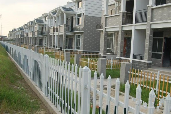 幼儿园pvc围墙护栏 锌钢护栏重庆代理 花坛小区围栏
