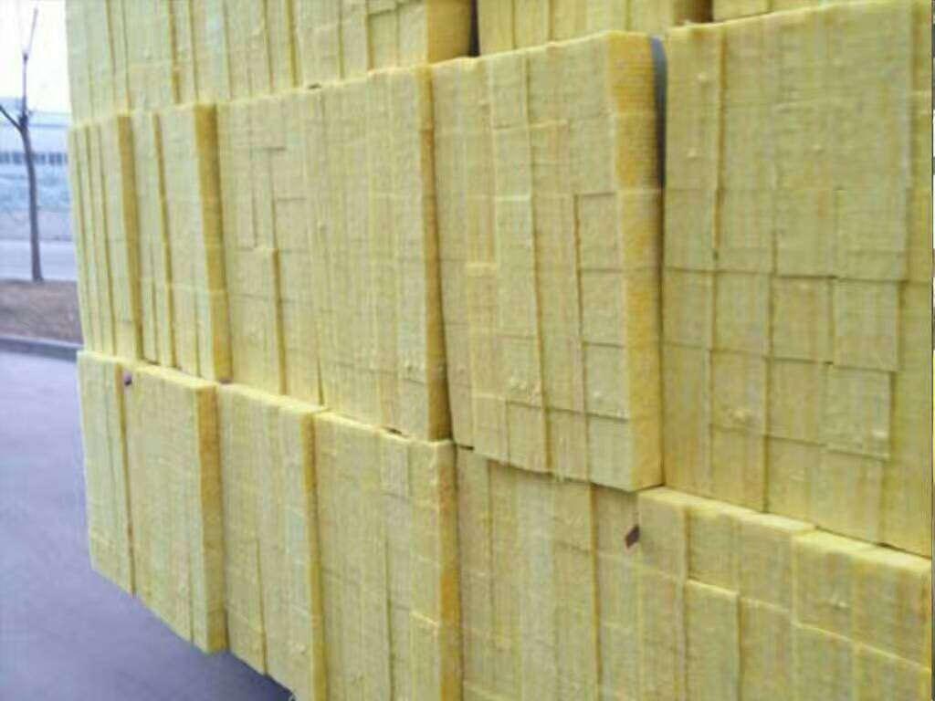 云南迪庆州玻璃棉贴箔卷毡硅酸钙复合岩棉板厂家销售