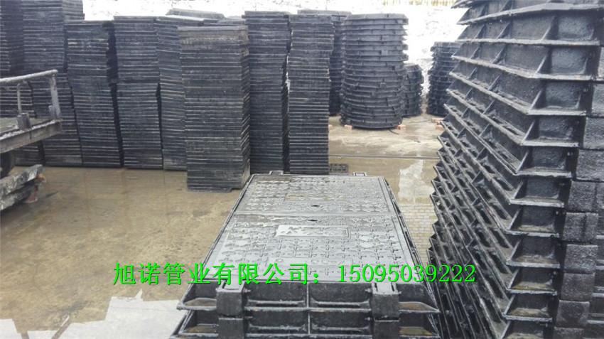 广安DN700球墨铸铁井盖方形重型井盖