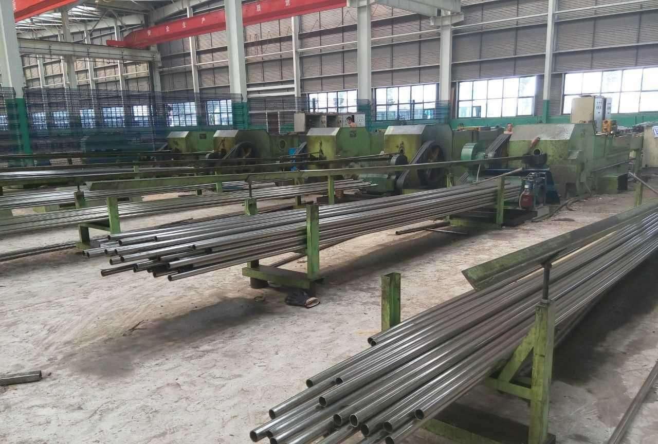 新疆哈密20Mn圆钢多少钱一吨