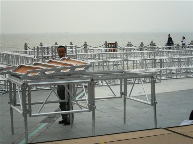 奥安舞台灯架的活动拼装舞台怎么样、玻璃舞台厂家