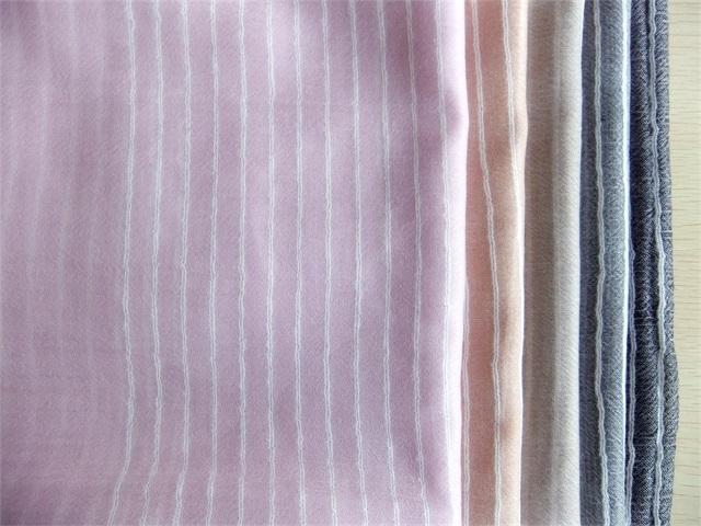 优雅的羊绒围巾、专业羊绒薄围巾、内蒙金威羊纺织品供应