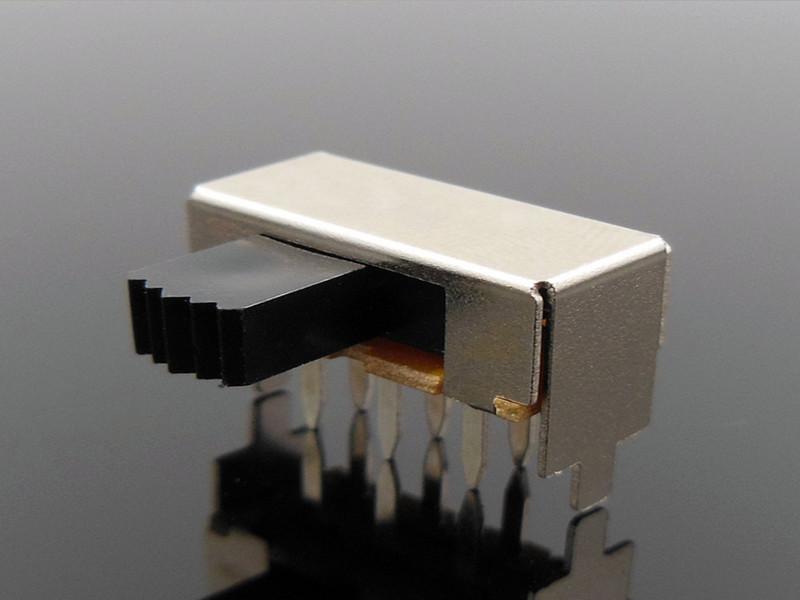 优质的波动开关有什么特色、双排两档卧式两档拨动开关