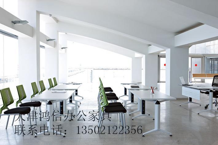 天津市课桌椅面板供应商、课桌椅一套价格、天津课桌椅批发价位