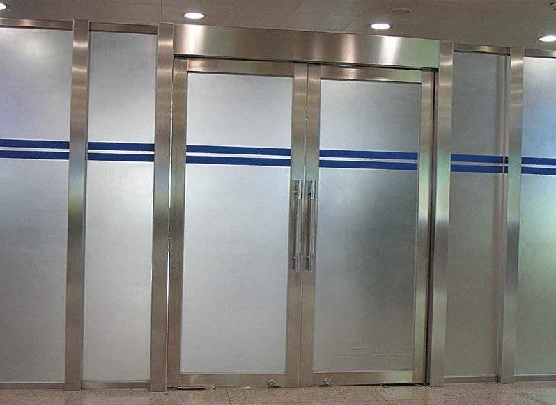 天津西青区玻璃门安拆,天津定制钢化玻璃门玻璃隔尽距离