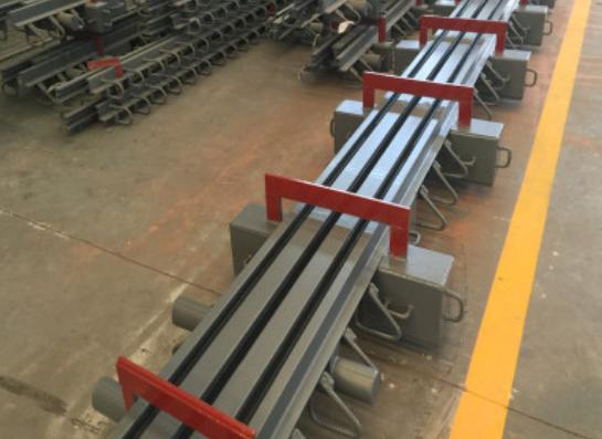 供应台南梳齿板桥梁伸缩缝按图纸加工生产