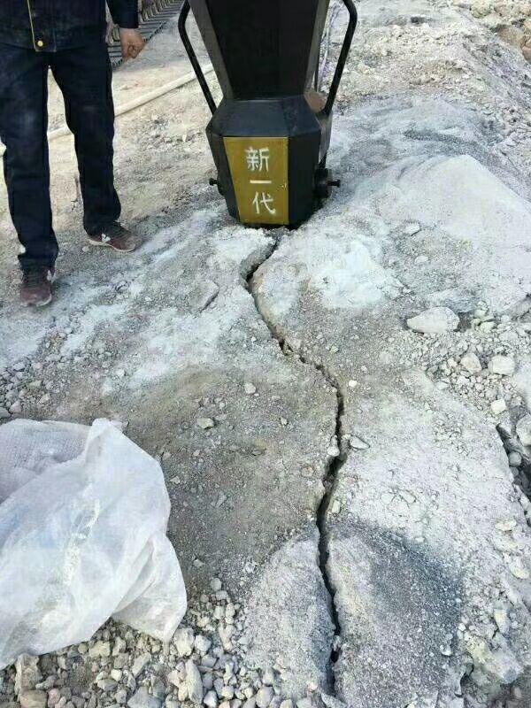 二次解体山西晋城混泥土拆除劈裂器