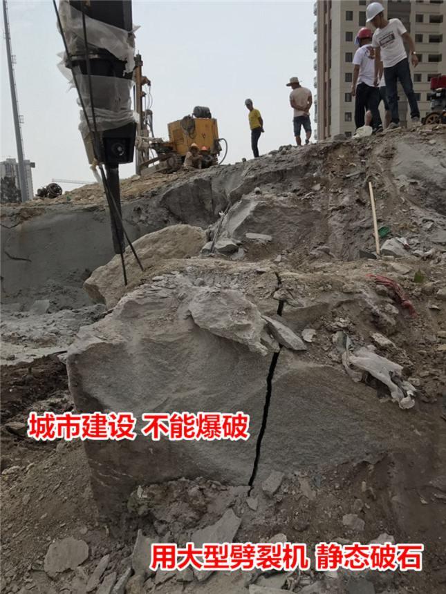 大型矿山采石设备劈石工地案例露天分石头液压劈裂机