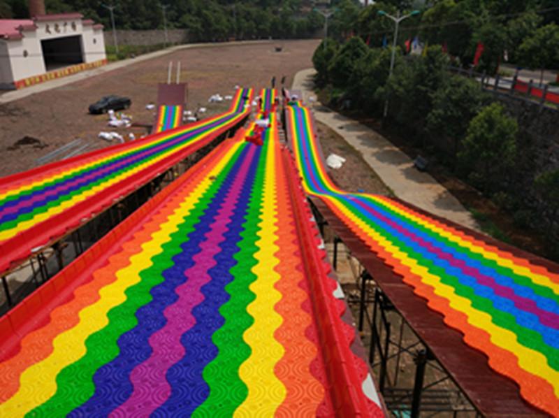 旱雪滑道厂家介绍建设旱雪场彩虹滑道需要哪几个部分