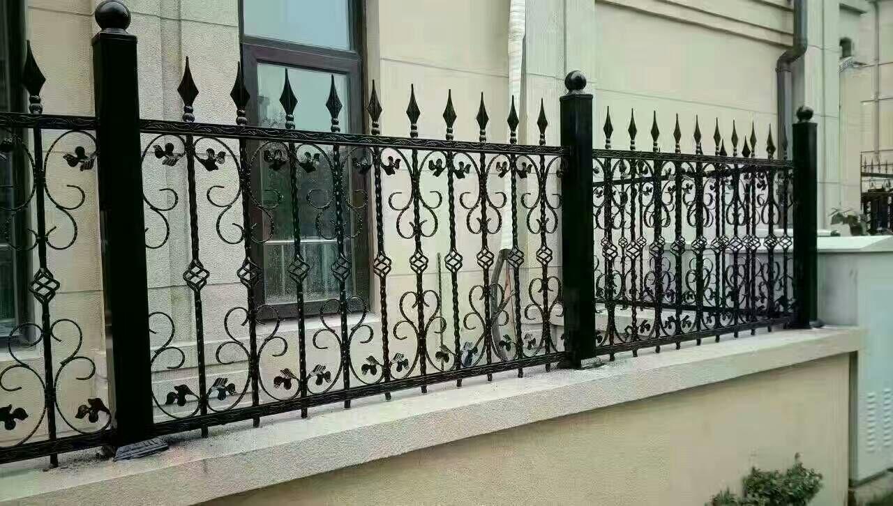 津南区安装别墅铁艺护栏,天津专业定制铁艺围栏优美色泽