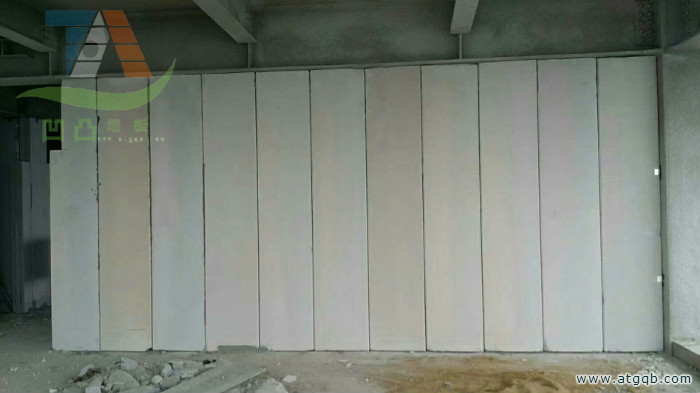 凹凸隔墙板