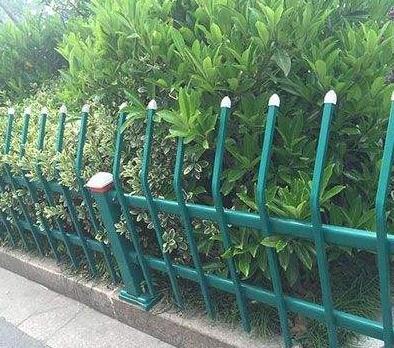 供青海互助锌钢草坪护栏和西宁护栏特点