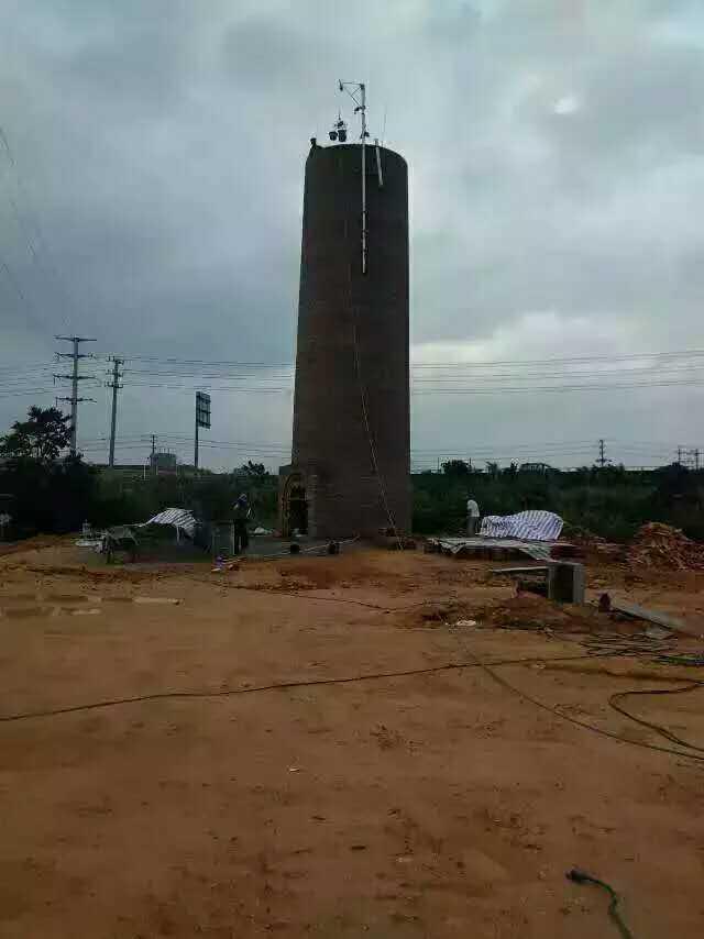 名山县烟囱拆除施工