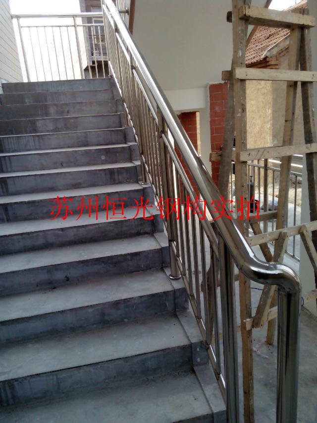 苏州钢结构楼梯安装玻璃雨棚吊顶恒光钢构