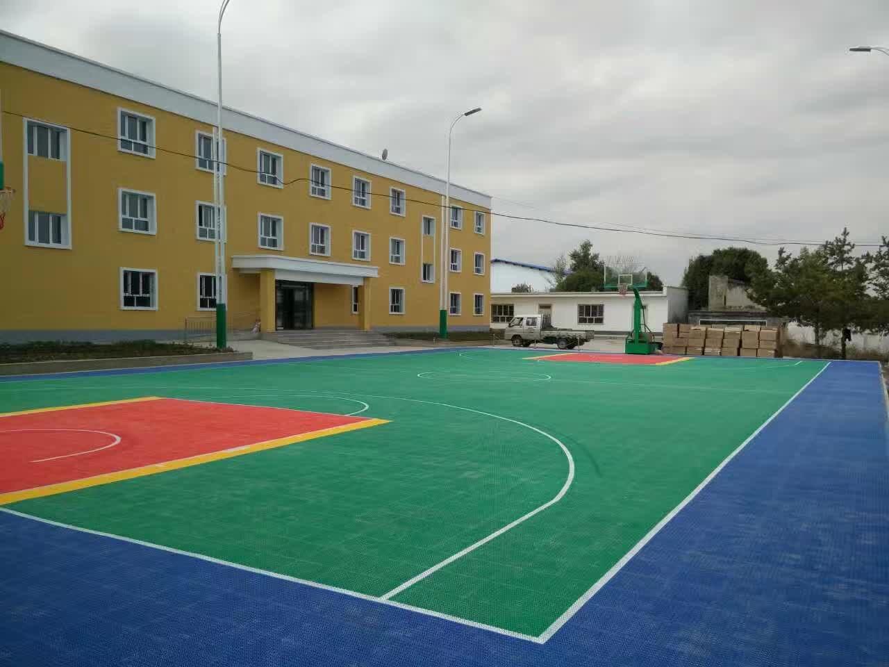 江苏悬浮篮球场拼装地板优质供应商