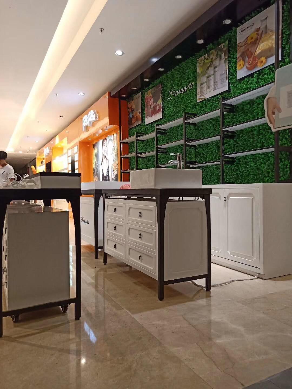 海口货柜定制、珠宝展柜生产、琼海钢琴烤漆展柜制作批发