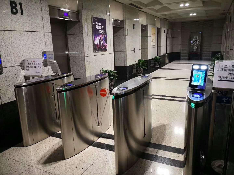 商务大厦人行通道速通人脸识别测温闸机来宾访客系统