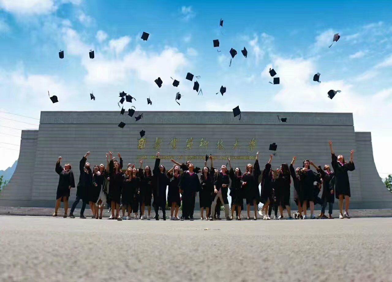 西安学士服出租,博位服装租赁,个性毕业服装,毕业照大合影拍摄,创意毕业照拍摄