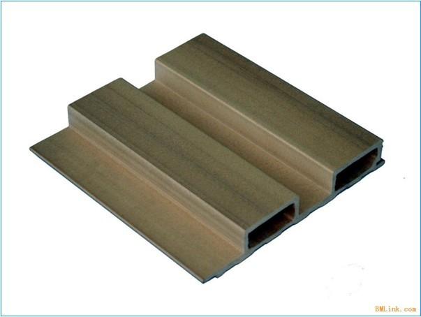 保生态木生产工艺灵活,可以根据需要生产不同厚薄,不同柔韧程度的木板