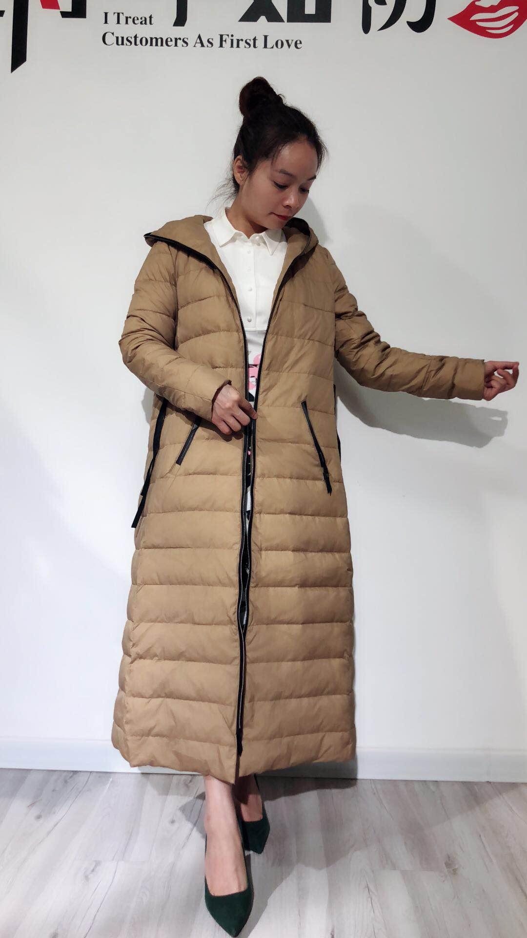 深圳高端品牌 纯手工刺绣花女装连衣裙品牌折扣女装批发 艾薇萱供应