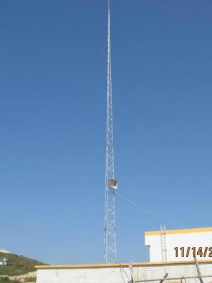 河北铁塔工艺塔工程公司为您提供避雷针塔。本公司生产的避雷塔系列有避雷针塔,防雷装饰塔,消雷器塔等。避雷塔主要用于建筑物避雷、电力设施避雷、及特种行业避雷,如建筑物楼顶、发电厂、森林、燃油库、气象站、工厂、车间、造纸厂、飞机场等重要场所。结构形式为钢制,其材料组成有圆钢、角钢、钢管等金属结构。产品表面防腐经热镀锌处理,具有外形美观,结构合理,防腐时间长,持久耐用等特点,是您最理想的避雷防雷设备。为了避免雷击对人身、建筑、设备、厂矿企事业单位人员及财产等造成的不必要损失,避雷塔能起到重要的保护作用。执行GB5