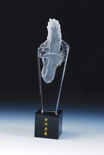 上海水晶奖杯、优秀员工水晶奖杯制作、青青草网站新年活动奖杯、新年元